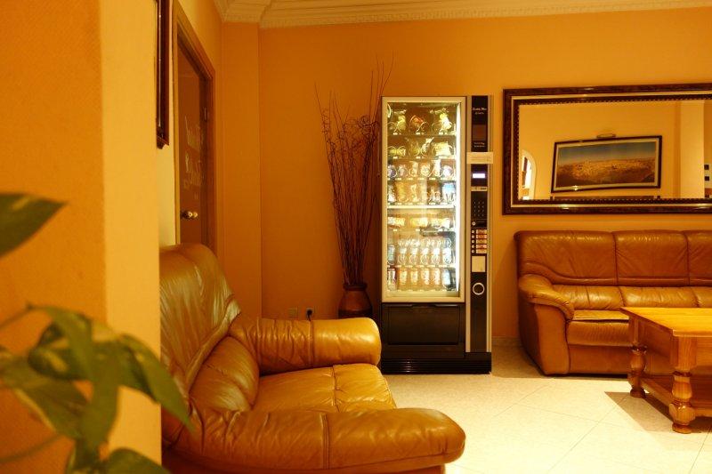 Máquina de bebidas y snacks Hostal Toledo